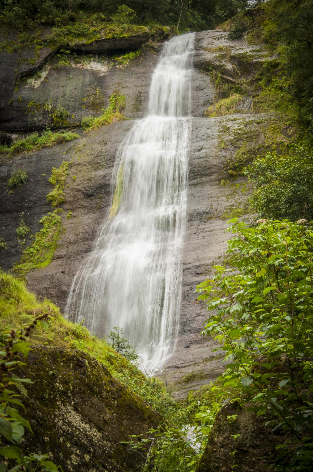 vista de la cascada Velo de Novia en Zacapoaxtla